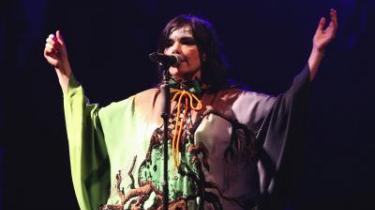 Björk er og bliver sin egen. Nederst ses Arcade Fire fra Canada.