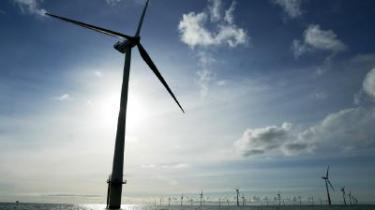 Regeringen har lagt op til en fordobling af forskning i og udvikling af vedvarende energi. Men pengene er allerede givet ud en gang, mener oppositionen.