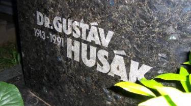 Gustav Husaks gravsted på Dubravka-kirkegården i Bratislava. Billedet er taget midt om natten.