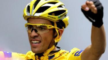Med en veldisponeret enkeltstart forsvarede den 24-årige spanier Alberto Contador den førerposition, han havde arvet efter den bortdømte Michael Rasmussen, og han var den værdige og rigtige vinder af Tour de France. Den rigtige og værdige vinder, men kun hvis man vil acceptere den næstbedste som vinder.