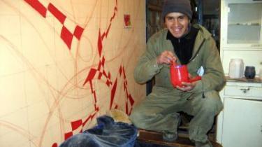 Jeg vil lave social og politisk kunst og være en model eller lærer for unge, siger Luis Alaga.