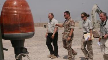 De irakiske parlamentarikere er gået på en månedlang sommerferie. Det sker, mens der hersker kaos i Bagdad og premierminister Nouri al-Malikis (til venstre i billedet) regering er på sammenbruddets rand