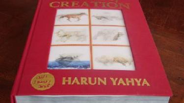 Tyrkisk forlag oversvømmer danske skoler og gymnasier med murstenstungt værk, der én gang for alle gør op med Darwins udviklingslære