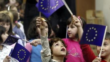 En fælles EU-identitet er ikke slået igennem hos den brede europæiske befolkning. Men det kan den komme til, konkluderer nyt speciale.