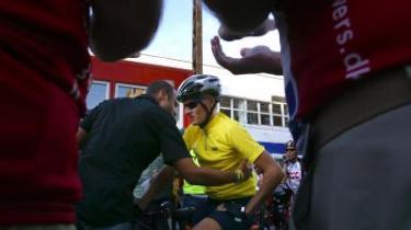 DR-journalisten Niels Christian Jung forsøgte ifølge dagens kronikør at få Danmarks Cykle Union til at se på Michael Rasmussens licens - angiveligt med det formål at forhindre, at Rasmussen kunne stille op i et gadeløb i Charlottenlund.