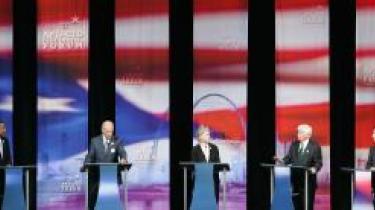 Finale. Der er hård kamp om at blive demokratisk præsidentkandidat, især mellem Barack Obama (tv.), Hillary Clinton (midten) og John Edwards (th.). Vinderen af det demokratiske primærvalg bliver af mange anset for at være sikker på at indtage Det Hvide Hus som USA-s næste præsident.