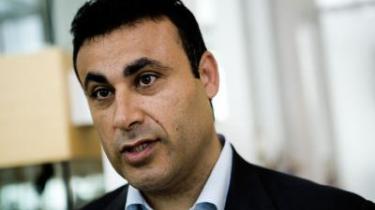 Ny Alliances stifter, Naser Khader, bliver beskyldt for at spilde forårets enestående mulighed for at trænge igennem med politiske budskaber i sidste weekends partilederdebat