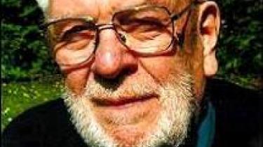 Efter et langt og begivenhedsrigt liv vil den fhv. politiassistent, modstandsmand og folketingsmedlem Herluf Rasmussen på 87 gerne se, hvad PET har registreret om ham. Helst mens han stadig er åndsfrisk...