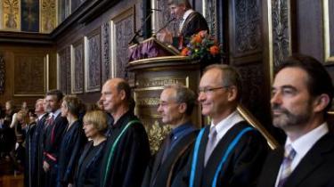 Rektor ved Københavns Universitet Ralf Hemmingsen på talerstolen mens dekanerne fra de forskellige fakulteter var linet op, da 6131 nye studerende tirsdag blev budt velkommen til immatrikulation.