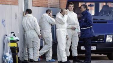 Politiet er i færd med at ransage Glasvej 8 i Nordvestkvarteret i København. Det skete formodentlig i forbindelse med, at Politiets Efterretningstjeneste natten til tirsdag har anholdt en række personer, som er mistænkt for at forberede en terrorhandling