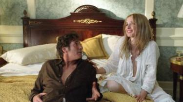 Løgn på løgn. Clifford Irving (en fantastisk Richard Gere) lyver for sin kone om forholdet til Nina van Pallandt (Julie Delpy) og skaber i stedet sin egen version af virkeligheden, som han efterhånden selv begynder at tro på.