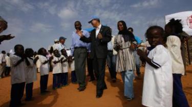 Krisen i Darfur truer med at brede sig til hele den centralafrikanske region, hvorfor en løsning afhænger af langt mere end blot selve Darfur. Derfor vil EU hurtigst muligt indsætte en fredsbevarende styrke i Tchad for at afværge den lurende humanitære krise blandt flygtninge