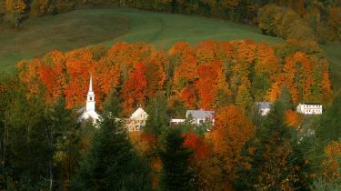 Sensommer. New England er bedst kendt for sin storslåede natur, som ved efterårstid lokker byboerne ud for at opleve de fantastiske farver. Det sker i en grad, så fænomenet ligefrem har fået et navn -Fall Fliage Traffick-