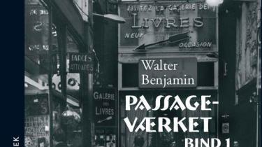 Den moderne kulturanalyses bibel, 'Passageværket',af Walter Benjamin foreligger nu på dansk. Omsider