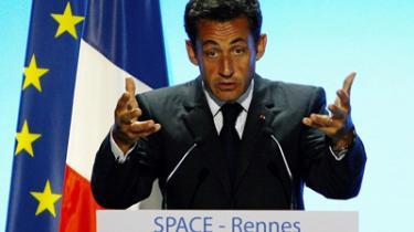 Den nye franske præsident kører fortsat på den brede klinge i udenrigspolitikken efter sommerens charmeoffensiv. Senest med ny imødekommenhed over for en reform af EU's landbrugspolitik og med ny fransk-tysk enighed om at nedsætte en vismandsgruppe om EU's fremtid efter reformtraktaten