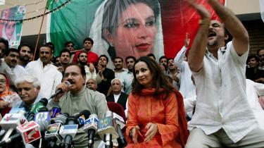 Repræsentanter for Benazir Bhuttos parti, Pakistans Folkeparti, offentliggjorde i går i Islamabad, at Bhutto agter at vende tilbage til Pakistan den 18. oktober.