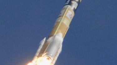 Japan meldte sig fredag for alvor ind i rumkapløbet, da en sonde blev afsendt fra rumcenteret i Tanegashima.