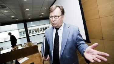 Beskæftigelseminister Claus Hjort Frederiksen (V) er tilfreds med den omstridte 300 timers-regel. -Formålet med 300 timers-reglen er jo ikke at tage pengene fra folk - det er at få mennesker i arbejde,- siger han.