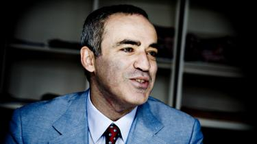 Russisk politik er som et skakspil, mener Kasparov, der i går gæstede København.