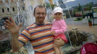 Stanimir, Emilia og deres datter har netop holdt ferie ved Sortehavskysten. De valgte med vilje et sted, der ikke er en beton-ørken af hoteller. Og de er ikke de eneste - en miljøbevægelse er ved at tage form