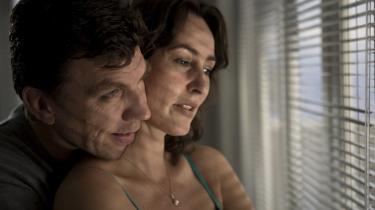 Utroværdigt. Det hjælper ikke at serien betjener sig af fremragende skuespillere - her Jesper Lohman og Susanne Storm - når karaktererne ikke er troværdige.