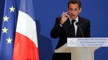 Den franske præsident Nicolas Sarkozy skabte i juli harme, da han under et besøg i Senegal udtalte, at -Afrikas tragedie er, at den afrikanske mand ikke fuldt er trådt ind i historien-. Nu vil gode kræfter i Afrika skrive en historiebog, der kan give Sarkozy et indblik i den afrikanske historie.