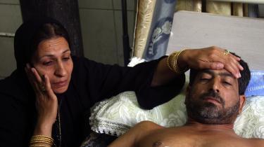 Den 37-årige sagfører Hassan Jaber ligger hårdt såret på et hospital i Bagdad, efter at han i sidste uge i sin bil blev ramt af fire skud affyret af Blackwater-folk. Episoden er blot en af mange, der har vakt stor harme i Irak, og nu vil landet gøre det muligt at straffe medlemmer af de private amerikanske firmaers vagtkorps.