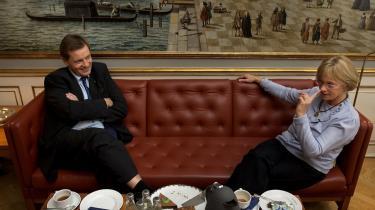 Det konservative bagland mener, at der skal lægges meget mere afstand til Dansk Folkeparti og Pia Kjærsgaard efter et valg. I stedet skal de konservative kræfter samle sig om Ny Alliance og Det Radikale Venstre.