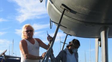 Kenny Aas og hans thailandske kone har i over 25 år drevet Kennys Båtreparasjon i det velhavende Bygdøy.