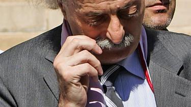 Druserlederen Walid Jumblatt svæver som alle andre parlamentarikere i Libanon i evig livsfare. Det glemmer man bare.