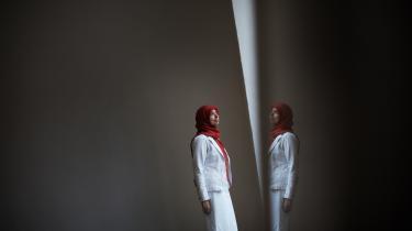 En ny kamp. Det er faktisk kommet som en overraskelse for mig, at der nu er en ny kamp at kæmpe for retten til selvbestemmelse. Jeg troede, den var udkæmpet, og at der var bred enighed om, at kvinder havde retten til selvbestemmelse, siger Asmaa Abdol-Hamid.