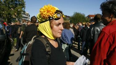 Lørdag ved 13-tiden gik en demonstration med nogle hundreder personer fra Nørrebrohallen i København mod Grøndalsvænge Allé 13 i Københavns Nordvestkvarter. Demonstrationen var arrangeret af aktivister fra det forhenværende Ungdomshus på Jagtvej 69, og formålet var at besætte huset på Grøndalsvænge.