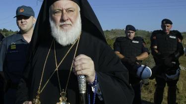 Den serbiske biskop Filaret mistænkes for at skjule Mladic og Karadzic, der er eftersøgt for krigforbrydelser.