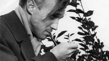 Knud W. Jensen og Ole Wivels livslange indsats for dansk litteratur og kunst nedvurderes. når det på løst grundlag hævdes, at de var nazister, fordi de i deres ungdom tilhørte den litterære kreds 'Ringen'