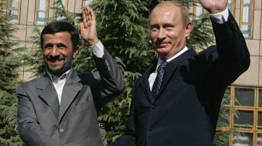 Rusland præsident, Vladimir Putin, bakker op om Irans ret til atomkraft og taler imod planer om militære aktioner mod landet