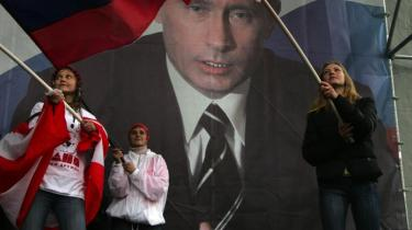 Putin har i sin kamp mod oligarkerne koncentreret kontrollen med pengestrømmene og en række vigtige virksomheder i Kreml. Det har været et anslag imod de demokratiske og markedsøkonomiske principper, mener Sergej Filatov.
