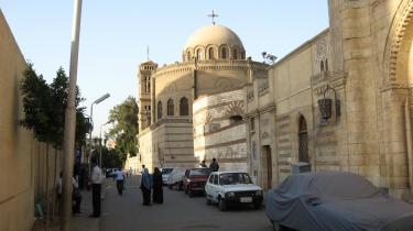Cairos kristne mindretal, kopterne, udgør cirka 10 procent af befolkningen, men i det koptiske kvarter Mar Girgis er det snarere muslimerne, der fylder i gadebilledet. Nogle af dem opfatter stedet som symbol på den standende strid mellem Egyptens to religiøse grupper.
