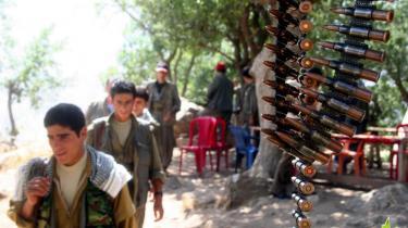 Medlemmer af PKK i deres base nær den tyrkiske grænse i det nordlige Irak. Tyrkiets premierminister, Recep Tayyip Erdogan, opfordrede i går den irakiske regering til at stoppe kurdiske oprørere, der opererer fra irakisk område.Udtalelserne skal ses på baggrund af, at det tyrkiske parlament midt på ugen gav den tyrkiske hær bemyndigelse til at gå over grænsen til Nordirak for at uskadeliggøre kurdiske oprørsgrupper.
