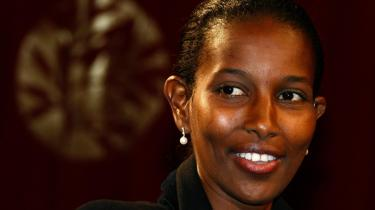 Ayaan Hirsi Ali blev for alvor kendt som medforfatter til Theo Van Goghs film, -Submission-. Theo Van Gogh blev dræbt i 2004 af en islamisk fundamentalist i Holland på grund af filmens islamkritiske indhold.