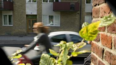 aLund 2007: Fra ejendommen Östra Vallagatan 59 B skulle den svenske milliardærsøn Jörn Rausing i januar 1985 have været bedøvet og bortført i en trækasse, hvorefter hans far ville blive afkrævet en løsesum på 300 millioner kroner.