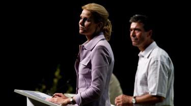 Statsminister Anders Fogh Rasmussen og formanden for Socialdemokraterne Helle Thorning-Schmidt mødes på billedet i direkte duel på Venstres sommergruppemøde i sommer. Nu er Fogh mindre interesseret i at mødes med hende