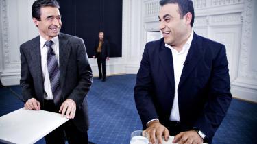 Statsminister Anders Fogh Rasmussen og Ny Alliances Naser Khader under TV 2-s partilederrunde i onsdags kort efter at Fogh havde udskrevet valg. Først i de sidste par dage op til valget vil Fogh sætte den afgørende indsats ind over for de tvivlende vælgere