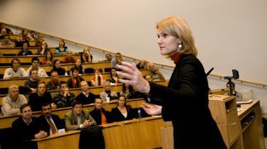 Helle Thorning-Schmidt, der i går holdt tale på Århus Universitet, har lovet at annulere regeringens skattelettelser, men de radikale bakker ikke op, så brodden er taget ud af Socialdemokraternes centrale parole.