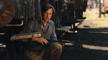 Ole Lemmeke spillede Holger Mikkelsen i filmatiseringen af Tage Skou-Hansens -De nøgne træer- fra 1991.