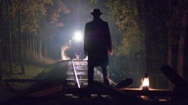 Westernlegende. Andrew Dominiks western-drama 'Mordet på Jesse James af kujonen Robert Ford' er en begavet og både brutal og poetisk udforskning af mord og myter