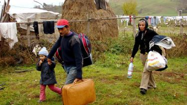 Italien har udvist mindst 38 romaer efter et drab uden for Rom i sidste uge – den hastigt vedtagne nødlov har vakt voldsom kritik  og startet en diplomatisk krise med Rumænien
