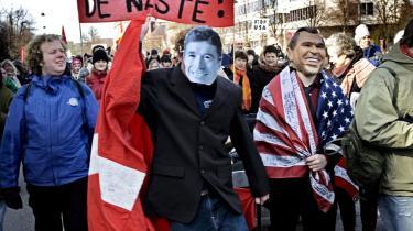 Irak-krigen er gemt væk i valgkampen, selv om Anders Fogh Rasmussen i dag kunne have risikeret at sidde foran Den Internationale Straffedomstol i Haag, siger lektor i international politik Tonny Brems Knudsen. Men vil danskerne først protestere, hvis Danmark følger med USA i en ny krig - mod Iran?