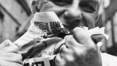 Sportsjournalisten Kurt Thyboes erindringer er en 'book noir', hans liv var en boksering, og hans stil er en hybrid mellem Gunnar Nu, Dan Turèll, Kurt Thorsen, Jens Kruuse (såmænd) og Mader, kort sagt helt igennem gonzo