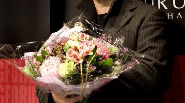 Forfatteren Carsten Jensen modtog søndag Danske Banks litteraturpris på 300.000 kr. for bogen -Vi, de druknede-. -Jeg er dybt beæret. Men sådan en pris forpligter også. Nu skal min næste bog jo være endnu bedre end den her-, sagde Carsten Jensen i sin takketale.