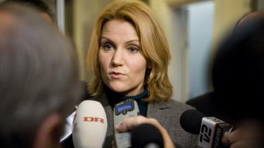 Helle Thorning-Schmidt planlægger at mødes med Pia Kjærsgaard ud fra et fælles ønske om et stort lønløft for de offentligt ansatte, men også som led i bestræbelserne på at løse spørgsmålet om, hvor milliarderne skal komme fra.